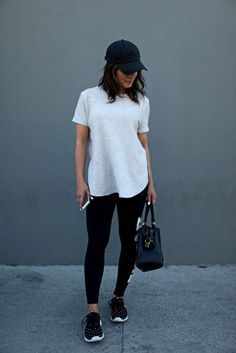 Black leggings and white tee shirt with baseball hat Casual Nike Outfits, Casual Athletic Outfits, Casual Summer Outfits Comfy, Comfy Travel Outfit, Casual Summer Fashion, Look Casual, Cap Outfits, Casual Sunday Outfit, Sporty Chic Outfits