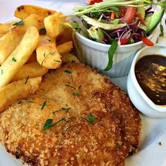 Beachway Motel and Restaurant: chicken schnitzel with pepper sauce ~ article and photo for think-tasmania.com ~ #Ulverstone #Tasmania #chicken #schnitzel