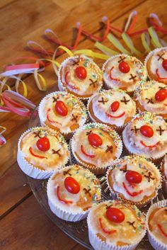 Funny idea for carnival muffins // cara mia: Helau and Alaaf! Karneval Snacks, Hungry Caterpillar Cake, Cupcake Cakes, Cupcakes, Brunch, Party Buffet, Baking With Kids, Chocolate Muffins, Food Humor