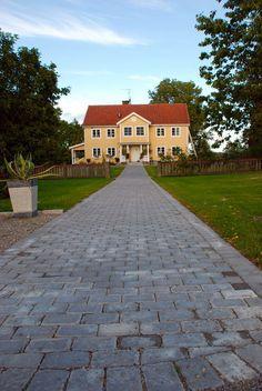 Utemiljøgrossisten AS Rustik Sidewalk, Mansions, House Styles, Home Decor, Decoration Home, Room Decor, Side Walkway, Sidewalks, Fancy Houses