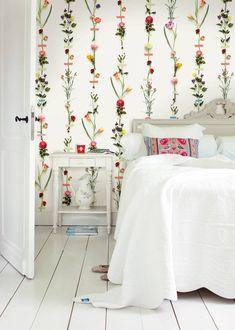 Flower Garland wallpower by Pip Studio