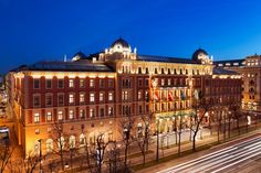 Book a stay at Palais Hansen Kempinski Vienna in Austria and enjoy 5 star luxury. Book direct for the best rates. Cafe Restaurant, Hotels And Resorts, Best Hotels, Hotel Alpina, Hotel Bellevue, Vienna Hotel, Kempinski Hotel, Road Trip Europe, Travel Europe