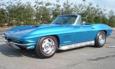 I dig America's sports car, the Chevrolet Corvette. This Marina Blue 1967 427ci/435hp is a picture-perfect example.