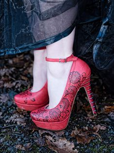 An Evanescence Inspired Wedding Styled Shoot With Tartan And A Hint Of Gothic Flair Victory Roll Hair, Alternative Wedding Inspiration, Roll Hairstyle, Wedding Shoes, Wedding Blog, Hand Painted Shoes, Designer Heels, Black Laces, On Your Wedding Day