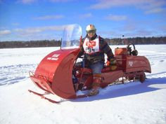 Another great looking vintage sled. http://backinthedaysnowmobilegetaway.blogspot.com/