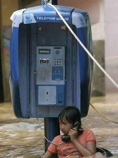 Le foto più divertenti scattate durante un alluvione - Telefonata estrema