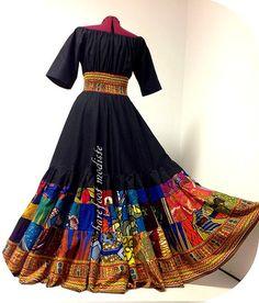«Alissa» – Long, flatte la silhouette robe Patchwork africain. L'élégance audacieuse digne d'une boule. :)  B Modiste à la main d'un grand mélange de Wax et satin de coton noir.  • Le corsage dispose coude-longueur des manches et encolure élastique conçu pour s'asseoir confortablement sur les épaules.  • Le ventre large se trouve sur la taille naturelle et est froncé et extensible.  Partie jupe est très complet, 6 niveaux et dispose d'innombrables correctifs africains lumineux. Dernière…