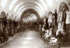 Eski Kapalıçarşı-Grand Bazaar old times Big Bazaar, Grand Bazaar, Old Pictures, Old Photos, Istanbul Pictures, Golden Horn, Poster City, Man On The Moon, Ottoman Empire