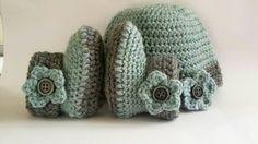 Bekijk dit items in mijn Etsy shop https://www.etsy.com/nl/listing/464836193/crochet-baby-booties-baby-uggs-baby-hat