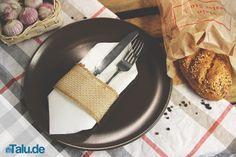 Servietten zu Bestecktaschen falten – DIY-Serviettentasche