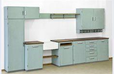 Fifties kitchen - Piet Zwart for Bruynzeel Vintage Furniture Design, 60s Furniture, Home Decor Kitchen, Kitchen Interior, Wooden Cabinets, Kitchen Cabinets, Retro 50, Mint Green Kitchen, Cupboard Shelves