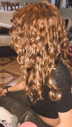 Curly Hair White Girl, Blonde Curly Hair, Curly Hair Tips, Short Curly Hair, Curly Hair Styles, Hairstyles Haircuts, Pretty Hairstyles, Highlights Curly Hair, Pelo Pixie