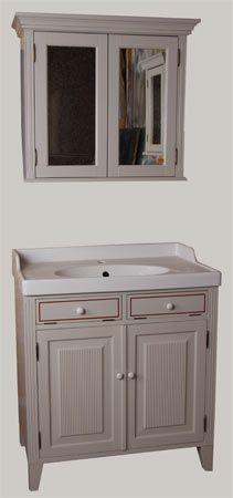 Kylpyhuoneen kalusteet: Juvin 2-ovinen komuutti lavuaarikaappina ja 2-ovinen seinäkaappi peilikaappina. Lavuaari on Ikeasta.