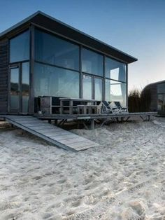 Sleeping on the beach South Holland & Zeeland Beautiful Places To Visit, Great Places, Places To See, Tiny Beach House, South Holland, Weekends Away, Holiday Destinations, Beach Trip, Places To Travel