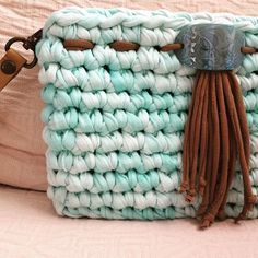 ― Macadamia Republicさん( 「En nos distinguimos por los detalles. Bag Crochet, Crochet Clutch, Crochet Handbags, Crochet Purses, Cotton Cord, Lulu Fashion, Diy Handbag, Macrame Bag, Fabric Yarn