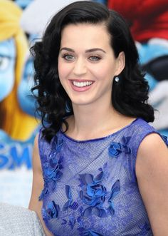 Katy Perry Specialist Eye Makeup Her Blue Dress At The Premiere of the Movie 'The Smurfs 2'