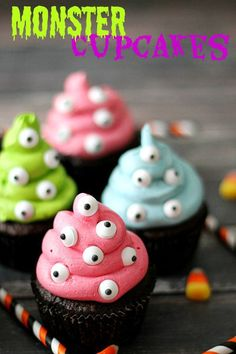 Spooky Monster Cupcakes. So easy to make and the kids will love them! So perfect for Halloween!