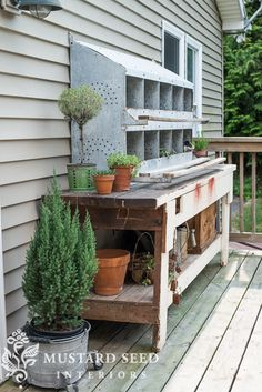 Pairing and old workbench with an antique galvanized chicken nesting box to make a potting bench.two of my favorite things put together! Nesting Boxes Decor, Outdoor Sinks, Farmhouse Style, Potting Tables, Outdoor Decor, Cottage Garden, Diy Outdoor, Concrete Pots, Outdoor Living