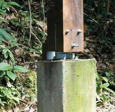 Vencedores do Prêmio Planeta Casa 2011 - Casa - sapata de concreto, que isola os pilares de madeira da umidade