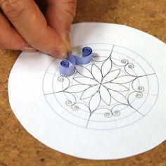 """Képtalálat a következőre: """"paper quilling snowflakes tutorial"""" Quilling Instructions, Paper Quilling Tutorial, Paper Quilling Flowers, Paper Quilling Jewelry, Quilled Paper Art, Paper Quilling Designs, Quilling Paper Craft, Diy Paper, Free Paper"""