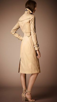 Ladies, this is a wardrobe must! #Burberry 's The Sandringham - Long Heritage Trench Coat