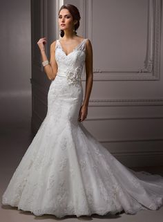 Large View of the Quinlynn Bridal Gown    Love it! especially the top part.  minus the belt?