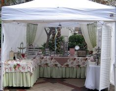 craft show display - love the double fabric table cloths.