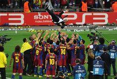 Image barcelona era pep guardiola Fc Barcelona, Barcelona Players, Real Madrid Players, Pep Guardiola, Manchester United, Football Daily, Xavi Hernandez, Club World Cup, Soccer