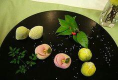 delicate Japanese sweets plating  どもっ(*^^*)mintです。 今日は今年初めての和菓子教室へいってまいりました。    mint.cocolog-wbs.com