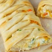 Chicken Pot Pie Crescent Braid ~ A super easy and delicious dinner all wrapped up in a gorgeous crescent braid! Made this today for dinner and it was delicious. Incredible Recipes, Great Recipes, Dinner Recipes, Favorite Recipes, I Love Food, Good Food, Yummy Food, Turkey Recipes, Chicken Recipes