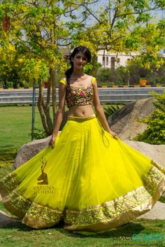 Gorgeous green lehenga #lehenga #choli #indian #hp #shaadi #bridal #fashion #style #desi #designer #blouse #wedding #gorgeous #beautiful