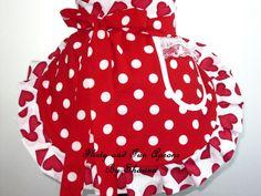 Lunares rojos y delantal de corazones de San por FlirtyandFunAprons, $30.00