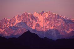 http://wallpepper.files.wordpress.com/2007/09/balda_sunrise_monterosa_alps.jpg Mont Rosa Mountain top Italy