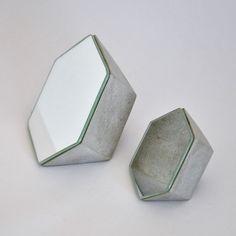 ¡¡¡NUEVO!!! Conjunto de 2 Espejos de Cemento, hechos a mano con forma poligonal…