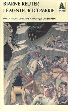 En Italie, à l'époque de la grande peste, Giuseppe Emanuele Pagamino, herboriste et médecin ambulant vieillissant, veut se procurer une rognure d'ongle du Malin afin de préparer un élixir d'immortalité. Ses aventures le mèneront, en compagnie d'Arturo, un simple d'esprit, à Lucques où, soupçonné de sorcellerie, il sera emprisonné par l'évêque. Mais il parvient à s'échapper...