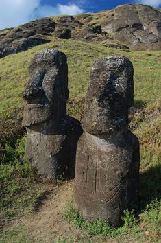 Moai of Easter Island, (Rapa Nui) Chile. Most of the Moai were carved from volcanic rock. The average statue is about 14 feet tall and weighs about 14 tons. There are some Moai as large as 33 feet tall, weighing more than 80 tons. Ancient Beauty, Easter Island, Archaeological Site, Ways Of Seeing, Heaven On Earth, Small World, Places To See, Garden Sculpture, Beautiful Places