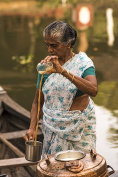 This is how chai is made in South India, Kerala, India India Culture, Tea Culture, Mother India, Amazing India, South India, Kerala India, India People, Tea Ceremony, People Of The World