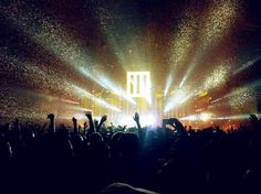 Rave through the night. #Paramore #gig #rave #dance