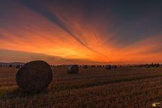 Sonnenuntergang zwischen Schmatzfeld und Veckenstedt. Die Farben sind einfach einmalig.  Ich wünsche einen schönen Start in die Woche. Viele Grüße  (Bild darf gerne geteilt werden)  #Sonnenuntergang #Sunset #Sunrise #Sun #Abendrot #Schmatzfeld #Veckenstedt #Nordharz #Harz #Canon #Landscape #Nature #Ernte #Landwirtschaft #Stoppelacker #Stoppelfeld #Strohballen