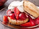 Delicious and easy strawberry shortcake, gotta try