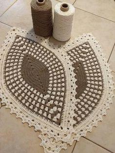 Best 12 Muito lindo estes tapetes canoa, que pode ser também trilho de mesa, Pinterest – SkillOfKing.Com Crochet Dishcloths, Crochet Motif, Crochet Doilies, Crochet Patterns, Learn To Crochet, Easy Crochet, Crochet Carpet, Crochet Videos, Crochet Projects