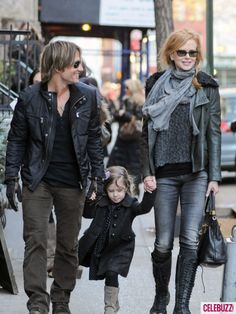 Nicole Kidman, Keith Urban & Daughter Sunday Take a Stroll in Soho