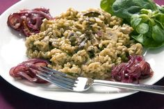 Vegan Mushroom Risotto with Red Onion Marmalade Recipe Veg Recipes, Light Recipes, Salad Recipes, Vegetarian Recipes, Onion Marmalade Recipes, Couscous Rice, Vegan Mushroom Risotto, Food Club, Vegan Dinners