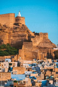 #BlueCity, #Jodhpur  has a massive #fort known as #MehrangarhFort built in 15th century. It sits 400 feet above the city. #Rajasthan. India. #travel, #india