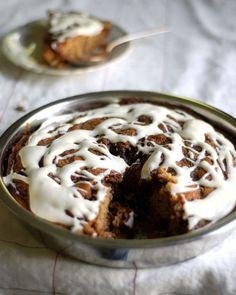cinnamon roll cake. blogged: http://bit.ly/cinnamonrollcake #cinnamon_roll #cake #recipe