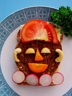 Funny Food, Food Humor, Fruit Sculptures, Bento, Pumpkin Carving, Lunches, Good Food, Healthy Recipes, Vegetables