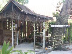 Tiendecita de coco fresco en la isla de la Digue, Seychelles. En esas islas, el coco se usa en casi toda la comida, platos dulces como salados. Delicioso!   Alquilar un coche en el aeropuerto de Mahé: http://www.reservasdecoches.com/es/alquiler-de-coches/Mahe-Island_Seychelles-Airport.html