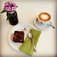 Enjoying a delicious organic cappuccino and an awesome vegan chocolate walnut brownie. ☀️ #instagood #instadaily #instahealth #inspiration #mindfulliving #enjoying #life #healthy #organic #cappuccino #coffee #latteart #vegan #chocolate #walnuts #brownie #flower #love #heart #passion #photooftheday #picoftheday #gesund #kaffee #fotodestages #healthyworklifebalance #kaufmannswiesbaden #wiesbaden