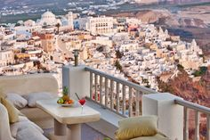 33 Beautiful Photos of Santorini Greece - Magazine Face Santorini Accommodation, Santorini Hotels, Santorini Greece, Best Places To Travel, Oh The Places You'll Go, Beautiful Islands, Beautiful Places, Rome Italy, Greece