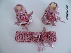 Sandales et bandeau crochetés main en fil coton vieux rose 100% et leurs fleurs romantiques : Mode Bébé par mamountricote